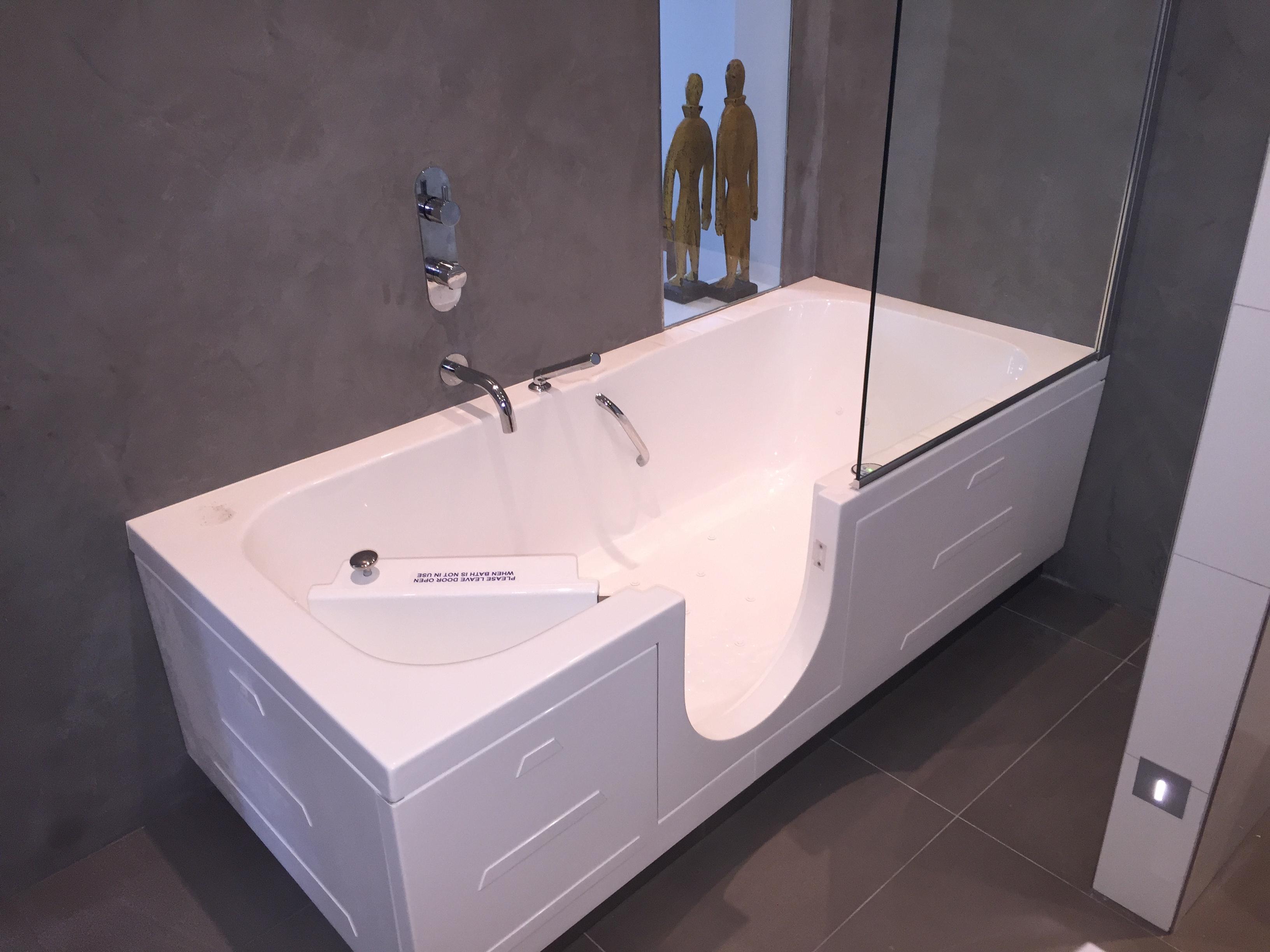 Badkamer Voor Ouderen : Veilige badkamer voor ouderen