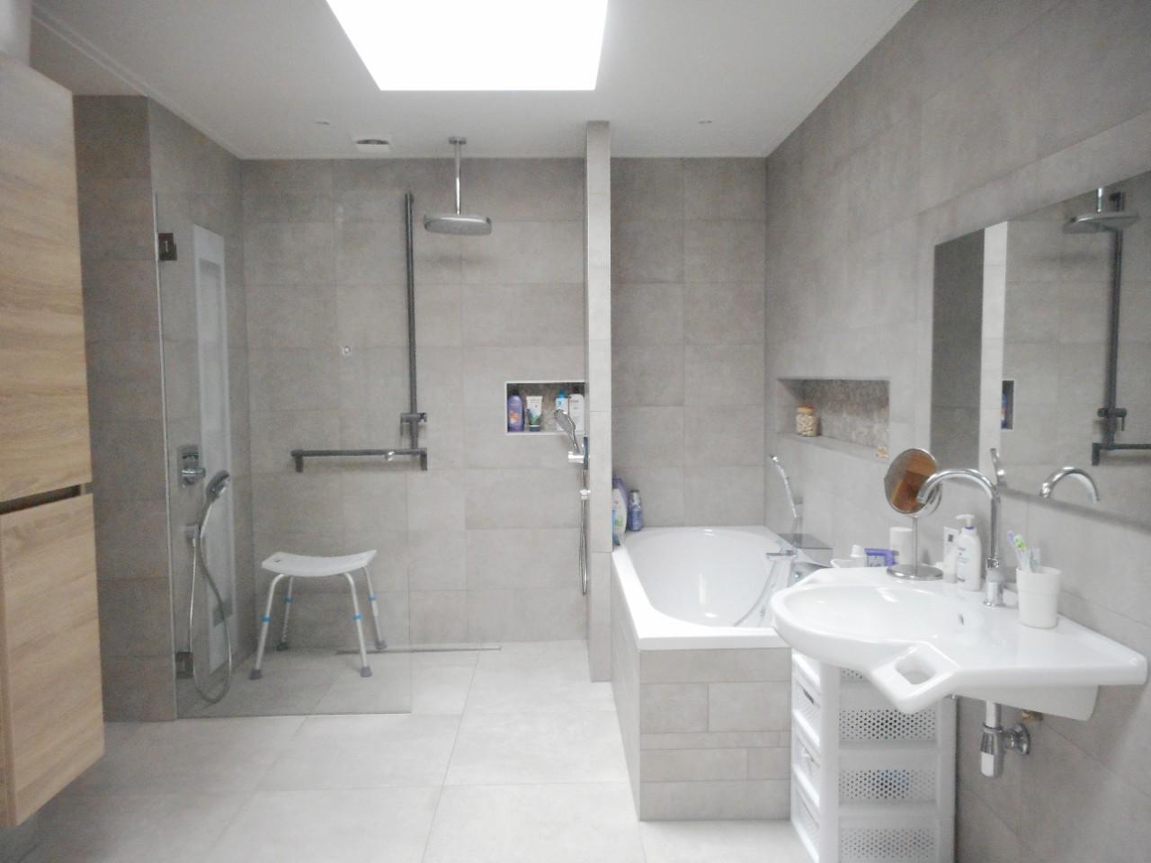 Een comfortabele, passende badkamer voor een MS-patiënt