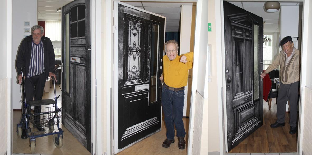 Gepersonaliseerde deurstickers helpen dementerenden hun weg te vinden