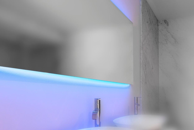 Led spiegel werpt een nieuw licht op de badkamer for Badkamerverlichting spiegel