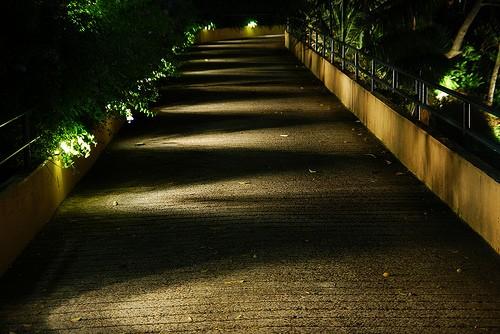 routeverlichting op een tuinpad