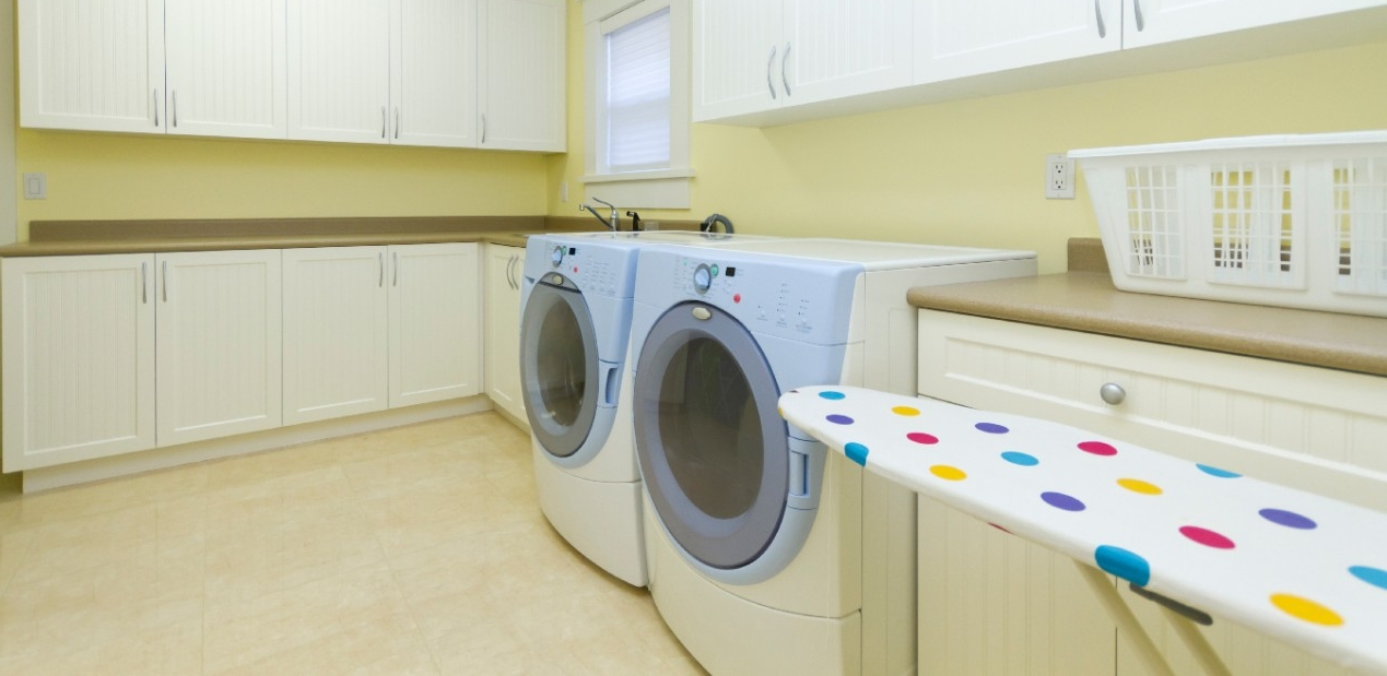 Washok wordt waskamer: wassen, strijken, opvouwen en bewaren ineen