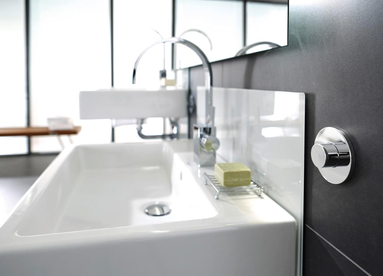 Stel uw wastafel of toilet met een druk op de knop op de juiste hoogte in - Toilet wastafel ...