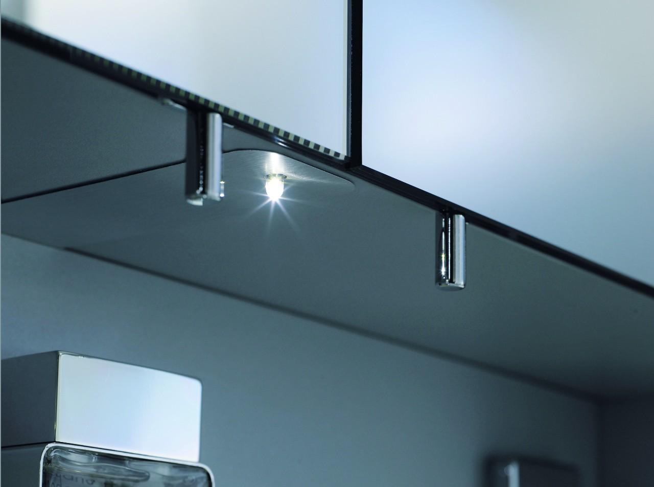 Ingebouwd duravit led nachtlampje bij spiegelkast of douche wc - Hoe u een projector te installeren buiten ...