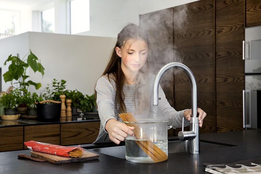 Veiligheid Van Kokendwaterkranen : Kokendwaterkraan met uittrekslang: de quooker flex