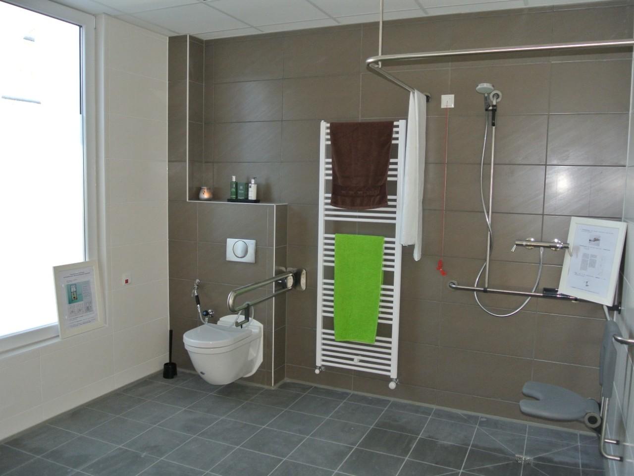 Veilige badkamer voor ouderen for Badkamer artikelen